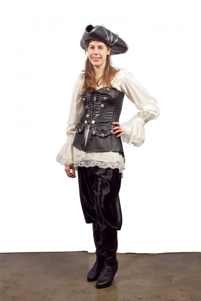 elizabeth swann with chinese hat